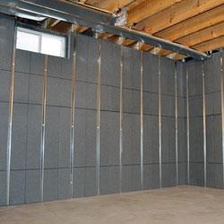 Panneaux muraux isolés en sous-sol avec des goujons intégrés.