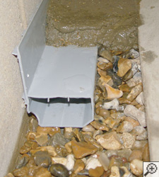 Un système drain français sans obstruction pour sous-sol installé à Longueuil